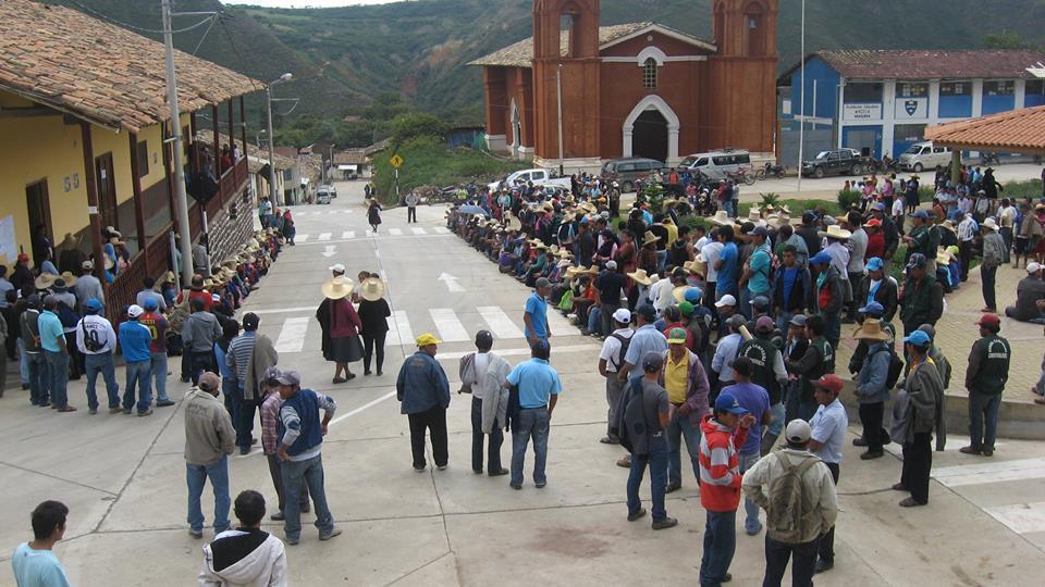 Unidad monolitica del pueblo hace retroceder a minera
